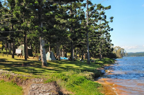 Platypus campground on Lake TInaroo, Atherton Tablelands, Queensland, Australia. Photo: Dirk Veltkamp