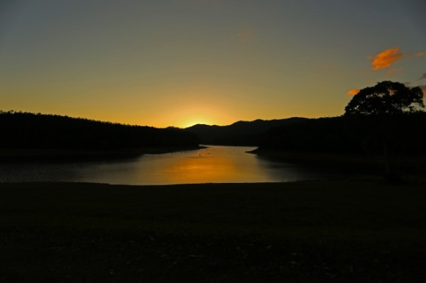 Sunset at School Point camping area on Lake Tinaroo, Atherton Tablelands, Queensland, Australia. Photo: Bazman63.wordpress.com