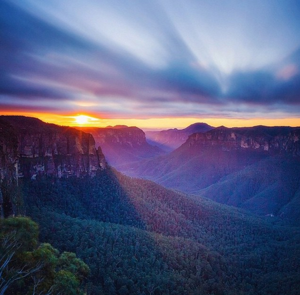 Sunset over Govetts Leap, Blue Mountains, Australia. Photo: S_DanielTran_