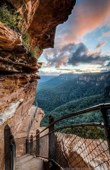 National Pass, Blue Mountains, Australia. Photo: DavidRomaPhotography