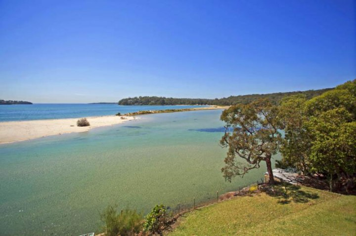 Beach Camping Sydney. The bay at Bonnie Vale Campground. Photo: National Parks NSW.