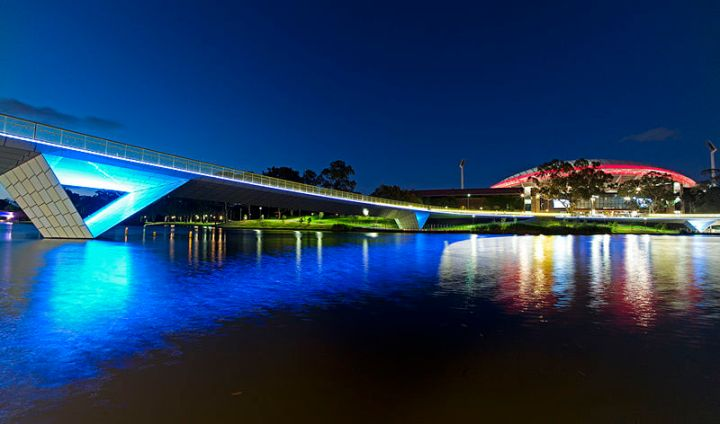Torrens_River_at_night