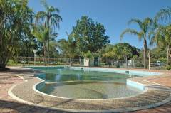Byron_Resort-Style-Pool1